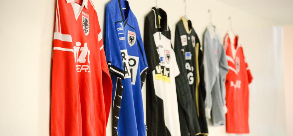 FC Aarau Trikots aus vergangenen Tagen