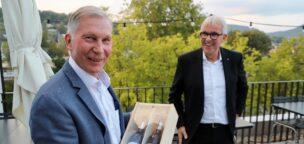Teaser-Bild für Beitrag «Alfred Schmid zum Ehrenpräsidenten ernannt»