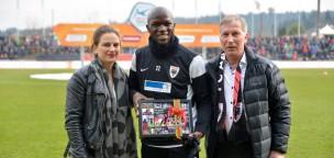 Teaser-Bild für Beitrag «150 Spiele im FCA-Trikot: Ehrung für Igor Nganga»