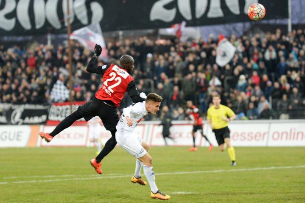 Igor Nganga köpft im Derby zum 2:0 ein